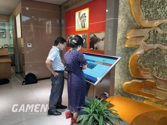 màn hình qảng cáo có chân quỳ tại Hà Nội