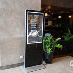 Địa chỉ cho thuê màn hình quảng cáo chân đứng giá rẻ 50 inch ở Hà Nội