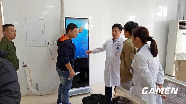 màn hình quảng cáo đặt trong bệnh viện với chi phí rất thấp nhưng mang lại nhiều lợi ích cùng lúc