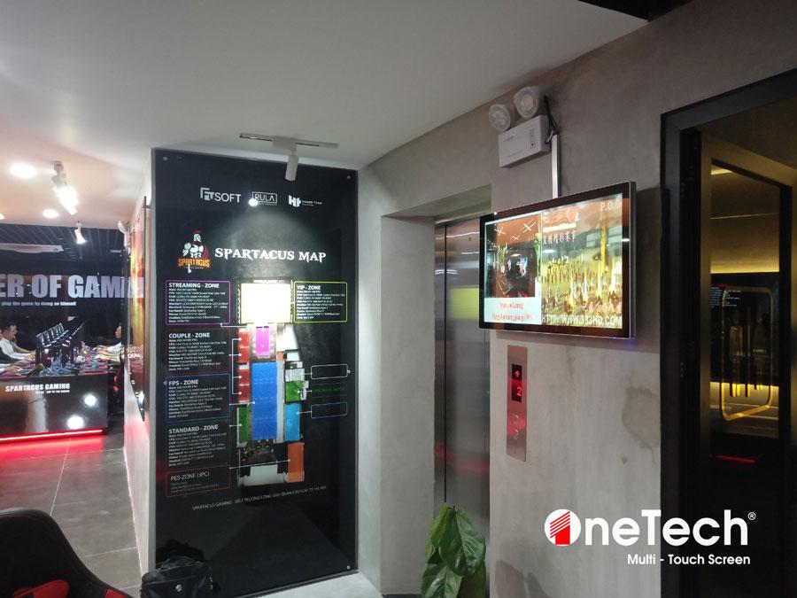 lap-dat-man-hinh-32-inch-android-ben-ngoai-thang-may