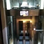 Thi công lắp đặt màn hình thang máy 18 inch gia đình quận Bình Thạnh